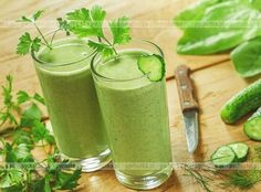 Surprising ways you can add flavor and potent nutrients to your shake. The 20 Best Smoothie Ingredients! Surprising ways you can add flavor and potent nutrients to your shake. Cucumber Smoothie, Smoothie Vert, Smoothie Drinks, Sumo Natural, Healthy Drinks, Healthy Recipes, Food Rations, Ukrainian Recipes, Best Shakes