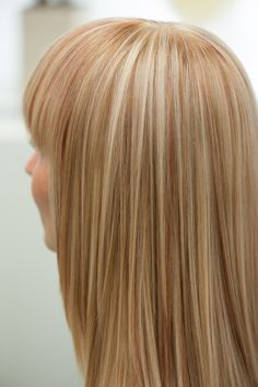 Blond Highlights with strawberry copper ... like this too ... just a little bit more subtle Strawberry Blonde Highlights, Hair Highlights, Blonde With Red Highlights, Light Strawberry Blonde, Blonde Color, Golden Highlights, Natural Highlights, New Hair Colors, Blonde Hair With Copper Lowlights