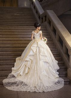 Gorgeous Wedding Dress, White Wedding Dresses, Beautiful Gowns, Elegant Dresses, Pretty Dresses, Bridal Dresses, Vintage Dresses, Wedding Gowns, White Gowns