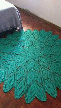 Vintage crochet tablecloth or throw with by thewingthing salvabrani – ar – Artofit Crochet Doily Rug, Crochet Carpet, Crochet Doily Patterns, Crochet Tablecloth, Crochet Home, Diy Crochet, Knitting Patterns Free, Crochet Baby, Free Pattern