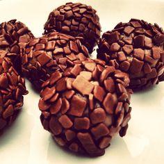 Hot chocolate with banana - Clean Eating Snacks Nutella, Brigadeiro Recipe, Chocolates Gourmet, Juicy Fruit, 20 Min, Vegan Life, Clean Eating Snacks, Hot Chocolate, Dog Food Recipes