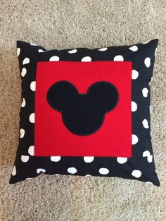Polka dot and red decorative pillow case. Personalized upon request Disney Diy, Disney Home Decor, Disney Crafts, Mickey Mouse Crafts, Mickey Mouse Christmas, Mickey Minnie Mouse, Mickey Mouse Quilt, Disney Pillows, Disney Quilt