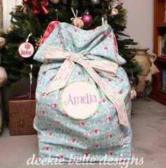 love the idea! My sister made one, and we loved looking in Santa's sack for our Christmas presents! Cosy Christmas, Christmas Sewing, Christmas Fabric, Christmas Carol, Homemade Christmas, Christmas Projects, Kids Christmas, Christmas Stockings, Santa Gifts