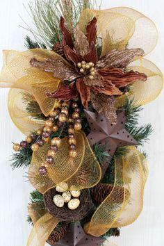 Handmade Door Wreaths, Holiday Wreaths and Centerpieces - Primitive Star Christmas Door Swag!