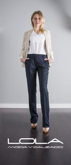 Acierta con un clásico que no pasa de moda,  tus pantalones azul marino de TWIN SET para combinar de mil maneras.  Pincha este enlace para comprar tus pantalones en nuestra tienda on line:   http://lolamodaycalzado.es/primavera-verano/553-pantalon-azul-marino-twin-set.html