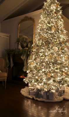 Luxurious Christmas Tree Decorating Ideas For School Decor Ideas About Christmas Tree Decorations On Pinterest Tree Decorations