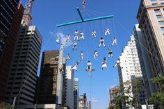 Aerogroove hizo que la música local volara por sobre las calles de Río en las Olimpiadas  http://www.plataformaarquitectura.cl/cl/793844/aerogroove-hizo-que-la-musica-local-volara-por-sobre-las-calles-de-brasil-en-las-olimpiadas-de-rio-2016?utm_medium=email&utm_source=Plataforma%20Arquitectura