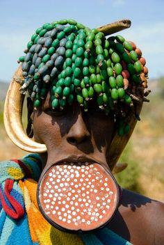 - Mursi .Etiopia