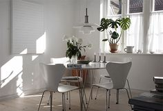 Arne Jacobsen chairs and Piet Hein table in the dinning room