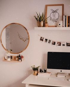 30 Most Beautiful Aesthetic Room Decor Simple - Room Dekor 2020 Room Ideas Bedroom, Bedroom Inspo, Bedroom Decor, Bedroom Workspace, Bedroom Table, Bedroom Office, Cute Room Ideas, Cute Room Decor, Dream Rooms