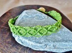 Geschenke für Frauen - Armband Freundschaftsband Cruz uni apfelgrün - ein Designerstück von Sunnseitn bei DaWanda
