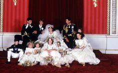 Diana y Carlos de Inglaterra y sus pajes y 'damitas' de honor