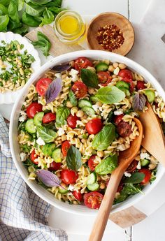 This easy pasta salad is just what your next summer cookout needs! It's super fresh & healthy filled with herbs cucumbers tomatoes chickpeas feta & greens. A yummy homemade vinaigrette ties it all together. Best Pasta Salad, Easy Pasta Salad Recipe, Greek Salad Pasta, Summer Pasta Salad, Pasta Recipes, Tortellini Salad, Shrimp Salad, Macaroni Salad, Shrimp Pasta