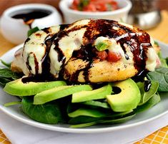 Short on time? Whip up this delicious Chicken Dinner Recipes: Avocado, Mozzarella and Bruschetta Chicken. Food Porn, Bruschetta Chicken, Grilled Chicken, Balsamic Chicken, Baked Chicken, Avocado Recipes, I Love Food, The Best, Healthy Snacks