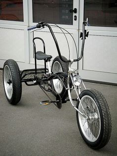 Bike tricycle low rider This is just cool ! Trike Bicycle, Motorized Bicycle, Cargo Bike, Velo Retro, Velo Vintage, Mini Moto, Mini Bike, Cool Bicycles, Cool Bikes
