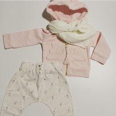Look tout doux Émile et Ida! Pantalon et sweat dispo du 3 au 24mois / petit lange lait #poudreorganic existe en différentes couleurs! #emileetida #biberons #littlegirl #pink #citrongrenadine #lln