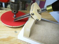 Tool sharpening jig for the drill press.