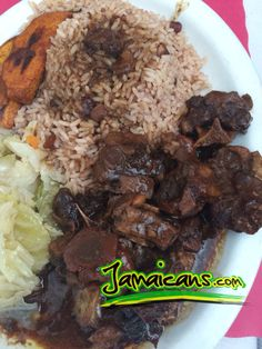 Anyone having oxtails with rice & peas? Recipe here - http://www.jamaicans.com/cooking/meat/oxtail.shtml   #oxtails #riceandpeas #sundaydinner #recipes #jamaica #jamaicanfood #foodporn #cooking