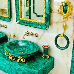 OMG...Crazy Amazing #homedecor time! This Bathroom is decked out in swoon worthy Malachite! ♥ #crystaleyecandy                                                        Sooo.....Love it or Leave it?