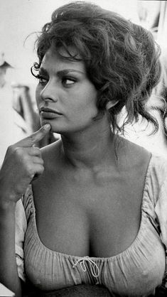 Sofia Loren needs a photo board all her own Hollywood Stars, Classic Hollywood, Old Hollywood, Beautiful Celebrities, Beautiful Actresses, Beautiful Women, Gorgeous Lady, Beautiful Goddess, Sophia Loren Images