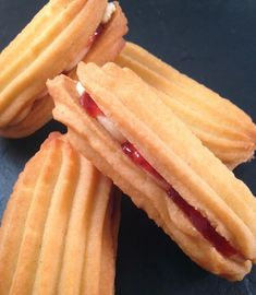 These Viennese Biscuits just melt in your mouth, totally irrisistable and our Cookie Desserts, Cookie Recipes, Dessert Recipes, Biscuit Recipes Uk, Biscuit Cookies, Sandwich Cookies, Biscuit Bar, Viennese Biscuits, Austrian Recipes