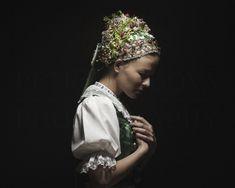 parta Myjava / Hrašne, Slovakia Bridal Crown, Petra, Victorian, Beauty, Jewelry, Violets, Muse, Connect, Bond