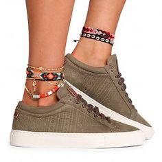 MIPACHA® - De plek om fair-trade handgemaakte Peruaanse schoenen te kopen gemaakt van authentiek Zuid-Amerikaans textiel. Beschikbaar in alle kleuren! Ankle Bracelets, Trendy Bracelets, New Shoes, Your Shoes, Commerce Équitable, Shoes Sneakers, Adidas Sneakers, Anklets, Fashion Jewelry