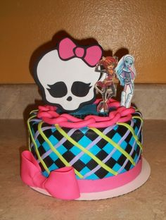 Monster High Cake. Wouldn't Hannah love that.