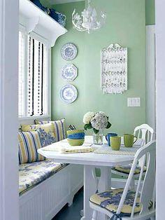 Coleções são ótimas para decorar nossas casas. Organizando bem elas se tornam pontos atraentes nos ambientes. Veja algumas dicas.