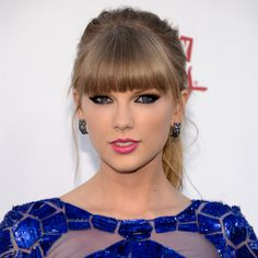 Brazilian Blowout: Taylor Swift Must-Have Beauty Secret! Taylor Swift's Must-Have Beauty Secret! Taylor Swift Makeup, Taylor Swift Hair, Taylor Alison Swift, Taylor Swfit, Billboard Music Awards, Retro Hairstyles, Celebrity Hairstyles, Hairstyles With Bangs, Party