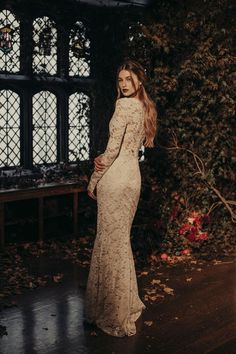 Amber lace wedding dress by Claire Pettibone from The Four Seasons couture collection, Photo: Dan O'Day