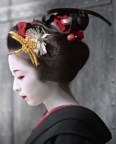 Maiko. #japan #kyoto #geisha #maiko