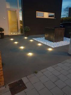 Solar lamp Square is een subtiele grondspot met een Helder Witte lichtkleur van 20 Lumen. Deze voordeelset bestaat uit 8 stuks. Het geheel zorgt voor een sfeervolle tuin met rustgevende verlichting. Sidewalk, Dining Table, Lights, Garden, Home, Decor, Garten, Decoration, Side Walkway