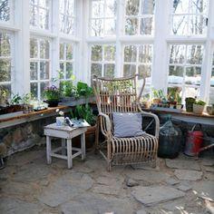 Ny havestue - bliv klar til forspiring og afslapning med ISA Summer House Interiors, Best Greenhouse, Covered Pergola, Old Windows, Outdoor Furniture Sets, Outdoor Decor, Terrace Garden, Outdoor Gardens, Outdoor Living