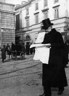 Giuseppe Verdi near the pastry Cova, Via Montenapoleone. Milan (1897). Verdi reading while walking...genius spreeds everywhere