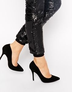€158, Zapatos de Tacón de Ante Negros de KG by Kurt Geiger. De Asos. Detalles: https://lookastic.com/women/shop_items/139260/redirect