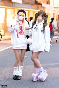 Harajuku Girls in Oversize Sweatshirts