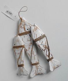 Bundel van 3 houten white wash vissen in long Island strand look