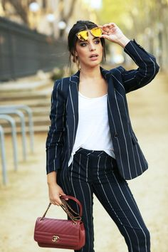 ENAMORA dulceida con este traje negro de rayas!!! WE love it ♡