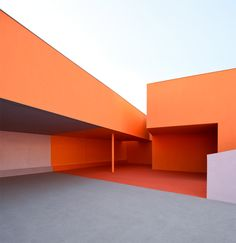 """Bark cladding and clashing colours create """"joyful chaos"""" in school by Dominique Coulon & Associés"""