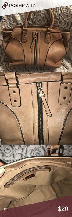Nine West Bag Nine West tan bag  Used Decent condition  Some wearing on the bottom Nine West Bags Totes