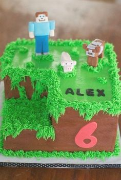 Minecraft Party, Bolo Fake Minecraft, Minecraft Birthday Cake, Easy Minecraft Cake, Minecraft Cupcakes, Creeper Minecraft, Minecraft Crafts, Minecraft Ideas, Minecraft Skins