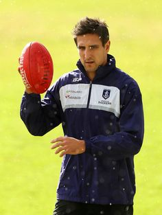 Matthew Pavlich Photos - Matthew Pavlich looks on during a Fremantle Dockers AFL training session at Fremantle Oval on August 2012 in Fremantle, Australia. Best Player, Football Team, Rugby, Windbreaker, Passion, Training, Stars, My Love, Purple