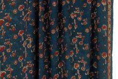 Imprimé de fleurs rouges sur un bleu indigo (1)