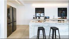 modern olasz dizájn konyha - Luxuslakások, házak Decor, Table, Sweet Home, Country House, Furniture, Cottage Homes, Home Decor
