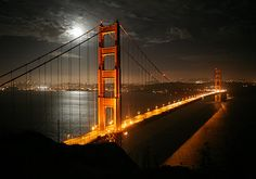 kiss on the golden gate bridge, at the halfway point, at NIGHT.