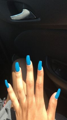 "If you're unfamiliar with nail trends and you hear the words ""coffin nails,"" what comes to mind? It's not nails with coffins drawn on them. It's long nails with a square tip, and the look has. Aycrlic Nails, Sexy Nails, Blue Nails, Hair And Nails, Toenails, Coffin Nails, Simple Acrylic Nails, Best Acrylic Nails, Acrylic Nail Designs"