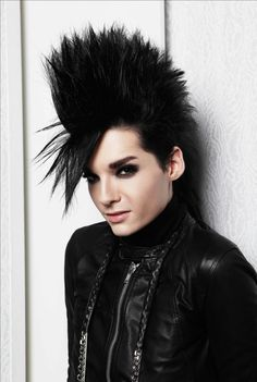 Find images and videos about bill kaulitz on We Heart It - the app to get lost in what you love. Bill Kaulitz, Tokio Hotel, Punk Rock Hair, Rock Hairstyles, 80s Hair, Emo Scene, Attractive People, Glam Rock, Beautiful Celebrities