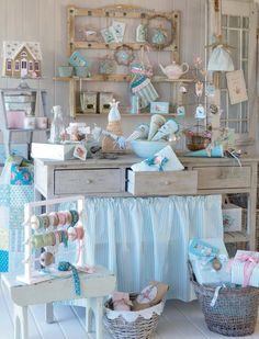 Shabby Chic Craft Room Furniture and Decor Ideas 2 Shabby Chic Storage, Shabby Chic Crafts, Shabby Chic Homes, Shabby Chic Decor, Manualidades Shabby Chic, Muebles Shabby Chic, Casas Shabby Chic, Coin Couture, Craft Stalls