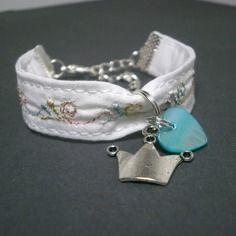"""Bracelet enfant fille tissu blanc broderie """"couronne"""""""